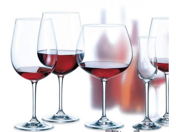 Тънкостенни чаши / бяло , червено вино, вода … /
